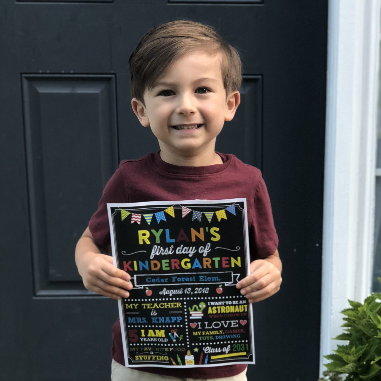 Free Back-to-School Chalkboard Sign | Rock It Mama | Download your FREE customizable back-to-school chalkboard printable here.