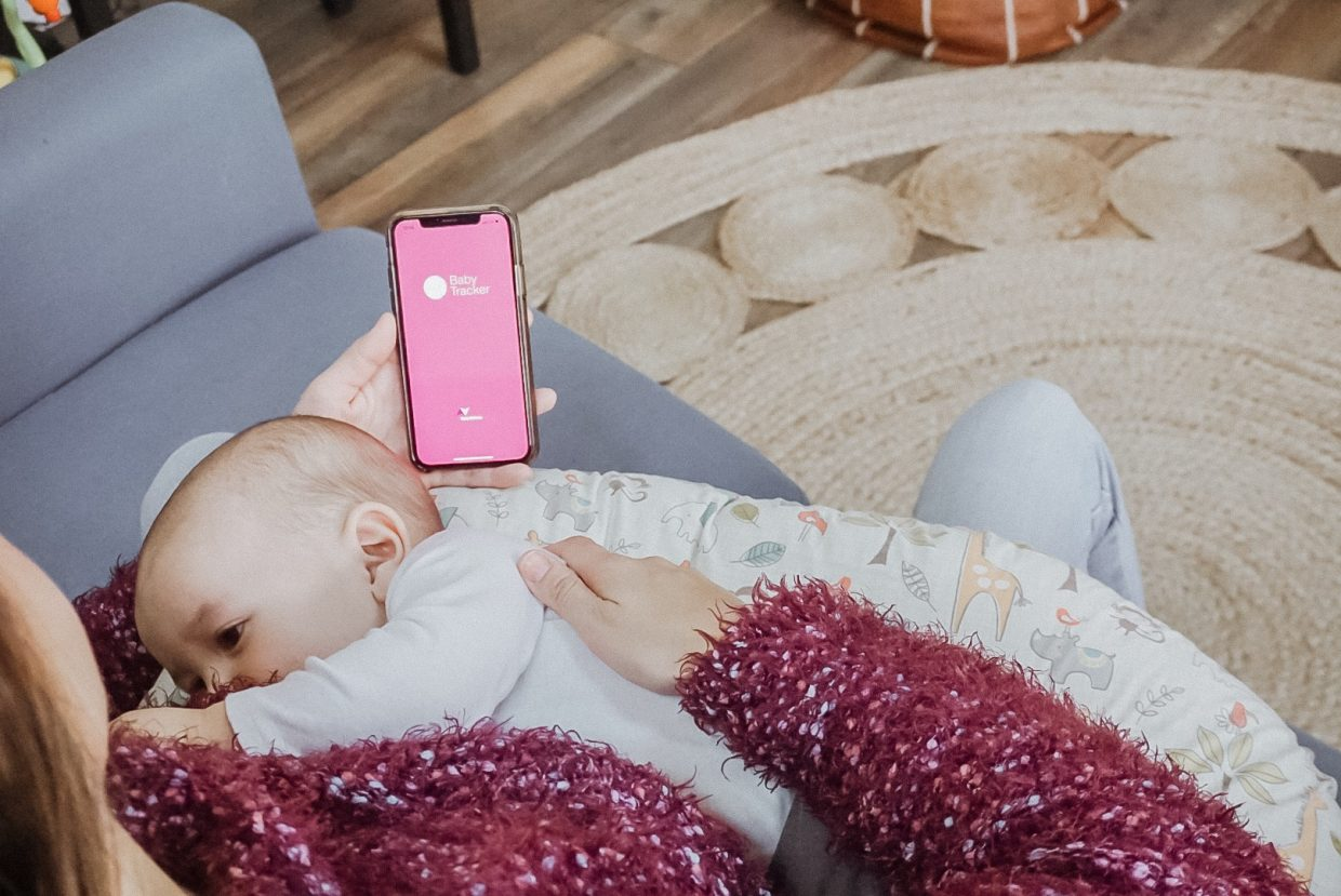 10 Must-Have Apps for New Parents | Rock It Mama | Sharing the best phone apps to help with daily parenting